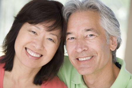 mujeres maduras: Mayor relajaci�n interiores y sonriente