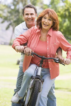 latinos: Mature couple bike riding.