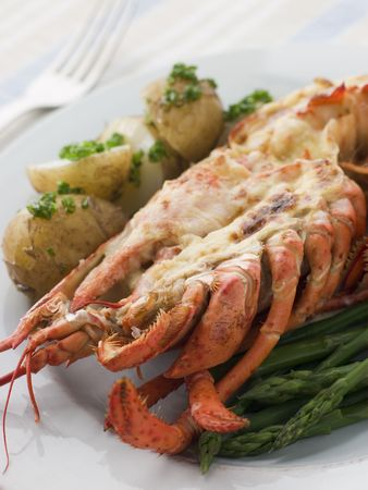 pomme: Half a Lobster Thermidor with New Potatoes and Asparagus Spears