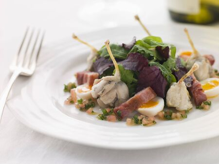 quaglia: Insalata di cosce di rana Lardons uova di quaglia e