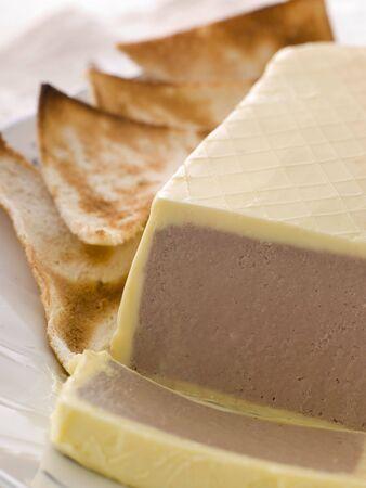 brasserie restaurant: Foies de poulet et foie gras parfait avec Toast Melba