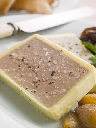 brasserie restaurant: De foie de volaille et foie gras Parfait avec les �chalotes caram�lis�es et Toast Melba