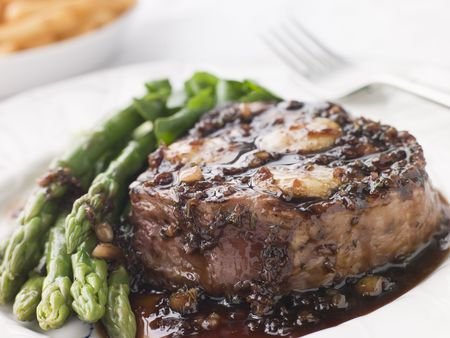 Fillet of Beef Bordelaise with Asparagus Spears and Saut Potatoes photo