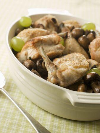 brasserie restaurant: Fricass�e de champignons au poulet et raisins Banque d'images