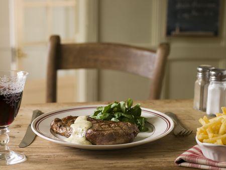 brasserie restaurant: Steak Frite avec sauce b�arnaise