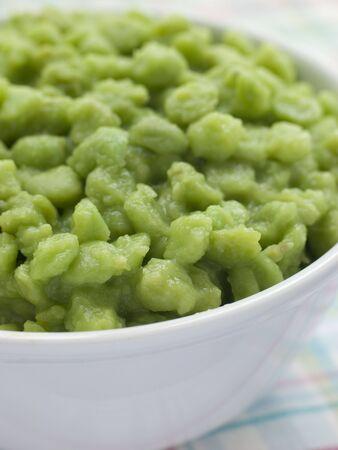 uk cuisine: Bowl of Mushy Marrow fat Peas