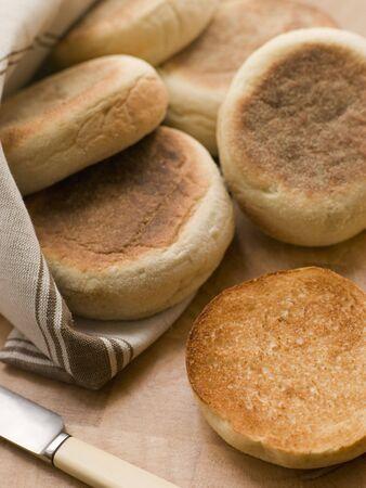 uk cuisine: Toasted English Muffins