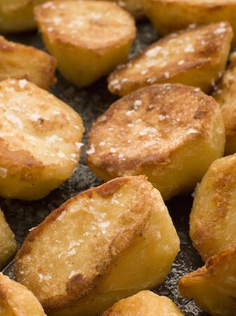 sel: Tray of Roast Potatoes with Sea Salt Stock Photo