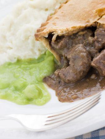 uk cuisine: Steak Pie and Mash with Mushy Peas