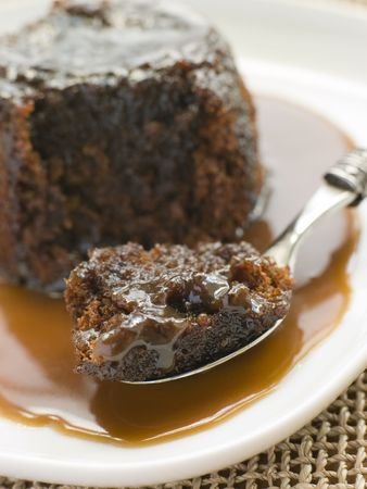 toffee: Sticky toffee pudding met Toffee Sauce Stockfoto