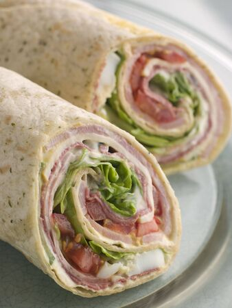 tortilla wrap: Deli Tortilla de recapitulaci�n reducido a la mitad