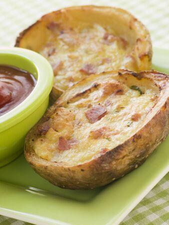queso cheddar: Jam�n y queso Cheddar, pieles rellenas de papa