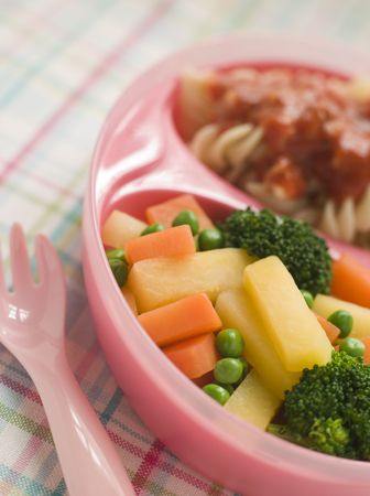 childrens food: Pasta Spirals and Tomato Sauce with Mixed Vegetables