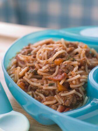 baby cutlery: Spaghetti del beb� bolognaise Foto de archivo