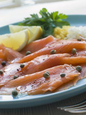 c�pres: �cossais de saumon fum� avec c�pres et citron oeuf