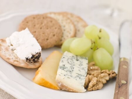 noix: Plate of Cheese and Biscuits Stock Photo