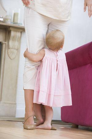 12 month old: Madre di soggiorno con Archivio Fotografico