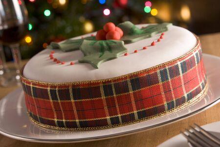 weihnachtskuchen: Decorated Christmas Fruit Cake Lizenzfreie Bilder