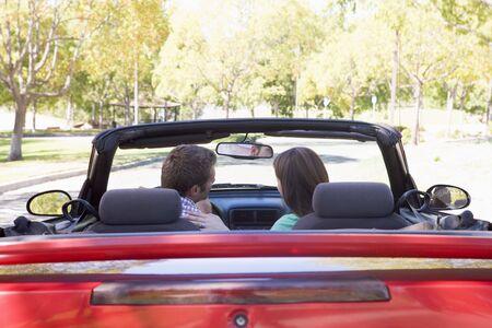 cabrio: Paar in converteerbare auto