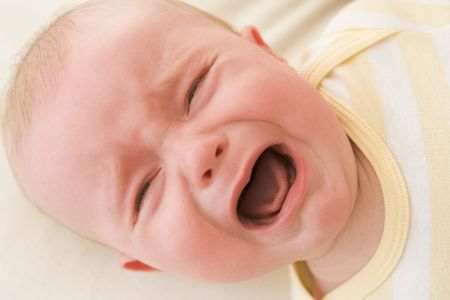 12 month old: Baby situata in casa a piangere