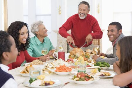 holiday home: Familia todos juntos en la cena de Navidad Foto de archivo