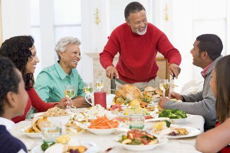 cena de navidad: Familia todos juntos en la cena de Navidad Foto de archivo