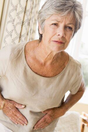 dolor de estomago: Mujer malestar Foto de archivo