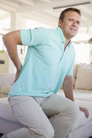 dolor de espalda: Hombre con dolor de espalda