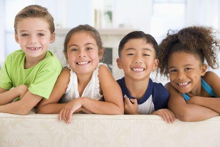 ni�os latinos: Grupo de j�venes amigos juntos