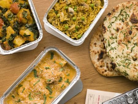 comida chatarra: Pollo Korma, SAG Aloo, champi��n Pilau Y Pan Naan Foto de archivo