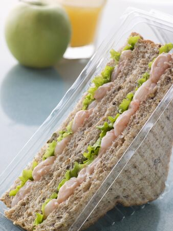 pomme: Prawn Marie Rose And Salad Sandwich On Granary Bread With An Apple And Orange Juice Stock Photo