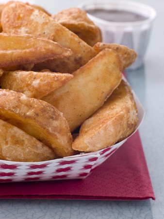 chippy: Spiced Potato Wedges With Barbeque Sauce Stock Photo