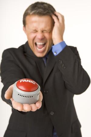panic button: Un uomo d'affari Holding Panic Button