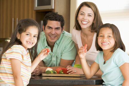 Preparación de la comida familiar, la hora de la comida juntos