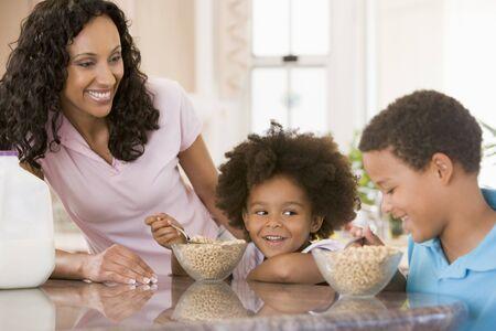 ni�os comiendo: Comer ni�os Desayuno
