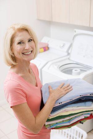 lavando ropa: Llevar Plegadas mujer hasta lavander�a