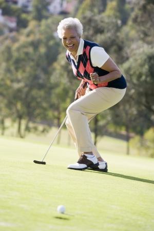 Femme dans un jeu de Golf Banque d'images