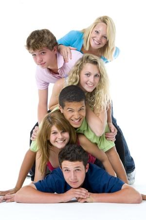 adolescentes chicas: Adolescentes en uno encima del otro Foto de archivo