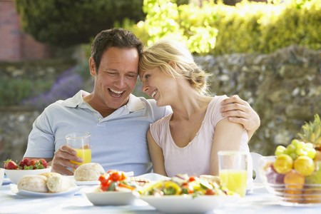 outdoor eating: Couple Eating An Al Fresco Meal