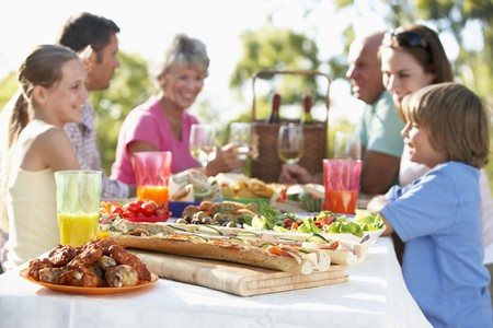 Family Dining Al Fresco Stock Photo - 4499215