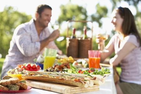 al: Couple Dining Al Fresco