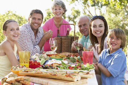 familia cenando: Restaurantes familia Al Fresco