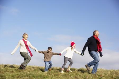 abuelos: Abuelos y nietos Correr En El Parque