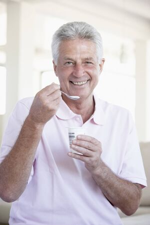 hombre comiendo: Middle Aged Man Eating Yogurt