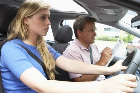 instructeur: Teenage Girl Taking a Driving Lesson