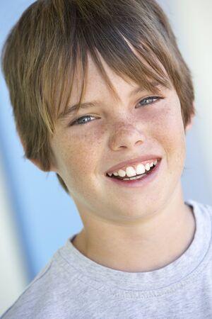 preteen boy: Portrait de Pre-Teen Boy Smiling Banque d'images