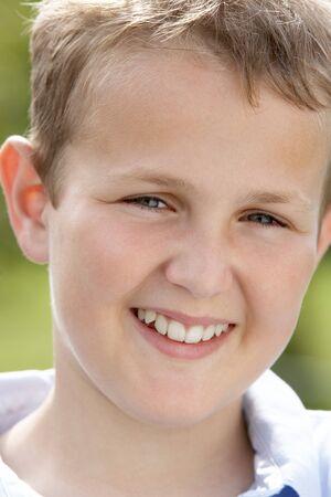 preteen boy: Portrait de Pre-Teen Boy souriant  Banque d'images