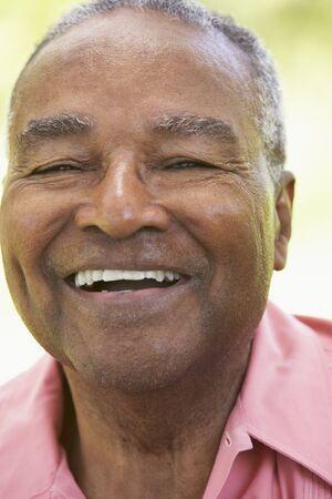 m�s viejo: Senior Man Laughing en la c�mara  Foto de archivo