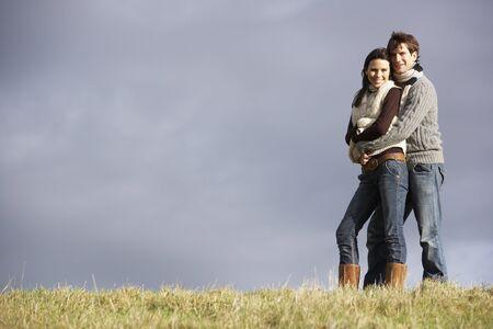 couple enlac�: Couple enlac� dans le parc
