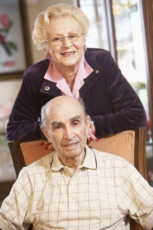 80s adult: Matrimonios de edad relajarse en sillones